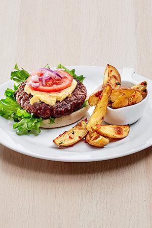 Ovnsbakte chilipoteter , chilimajones og hamburger med brød