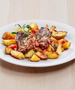 Lammekoteletter med ovnsbakte poteter og rotgrønnsaker